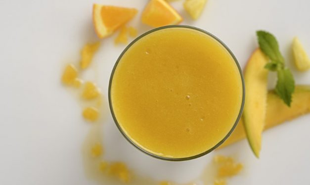PINEAPPLE-MANGO SMOOTHIE
